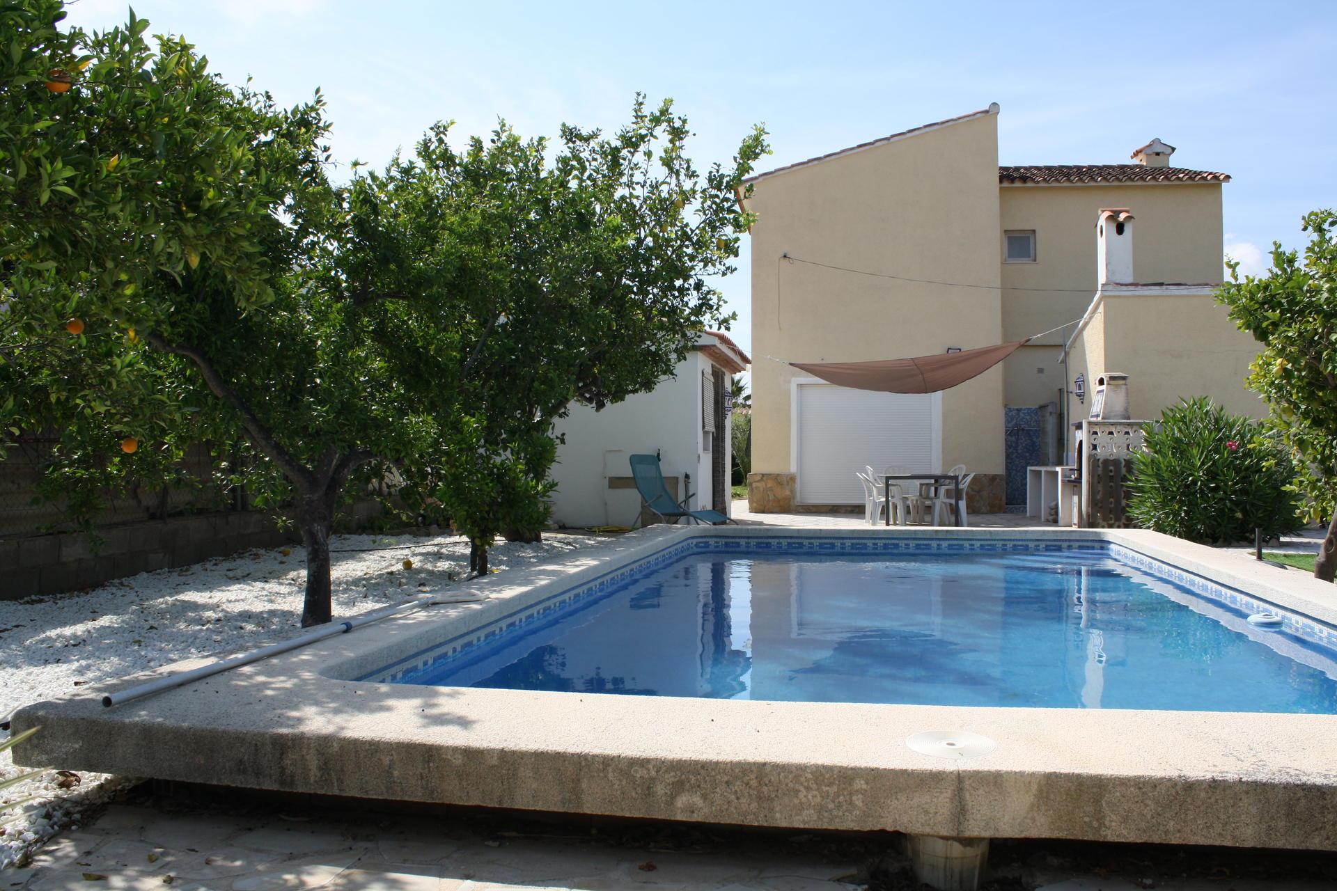 Villetta -                                       Denia -                                       4 camere -                                       8 persone